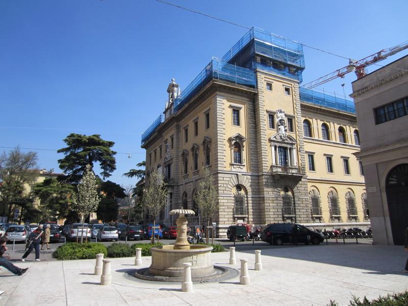 Ufficio Postale A Verona : Uffici a verona ufficio postale borgo nuovo verona mitula case