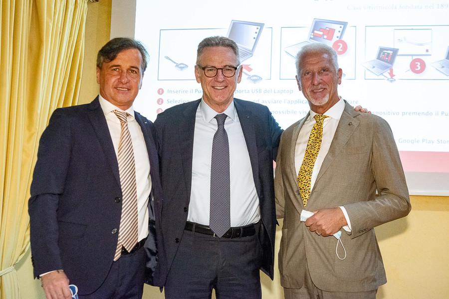 Il presidente di ANCE Verona Carlo Trestini, insieme al presidente di ANCE nazionale Gabriele Buia e al presidente di ANCE Veneto Paolo Ghiotti.