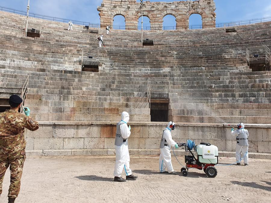 Comfoter-Esercito ha sanificato l'Arena di Verona. Il Gruppo Disinfettori, attivi, con congegni moderni ed efficaci.