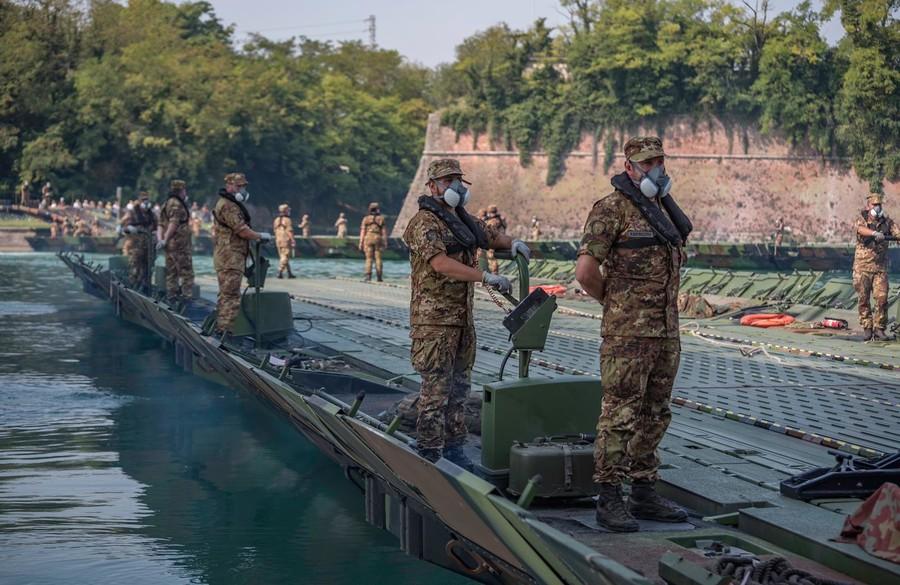 """Esercito Italiano: esercitazione """"Argo 2020"""", a Peschiera del Garda, Verona."""