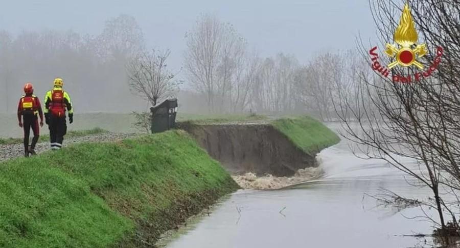 Allarme Po: l'acqua sale di 3 metri in 24 ore, campagne e allevamenti allagati
