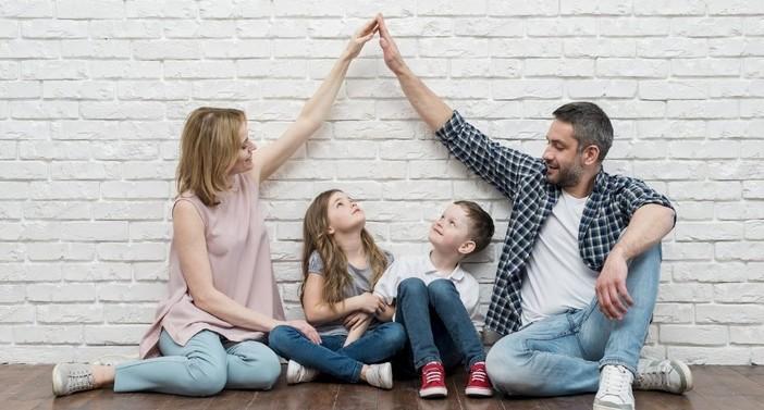 Mercato immobiliare: le famiglie acquistano casa, i single preferiscono l'affitto