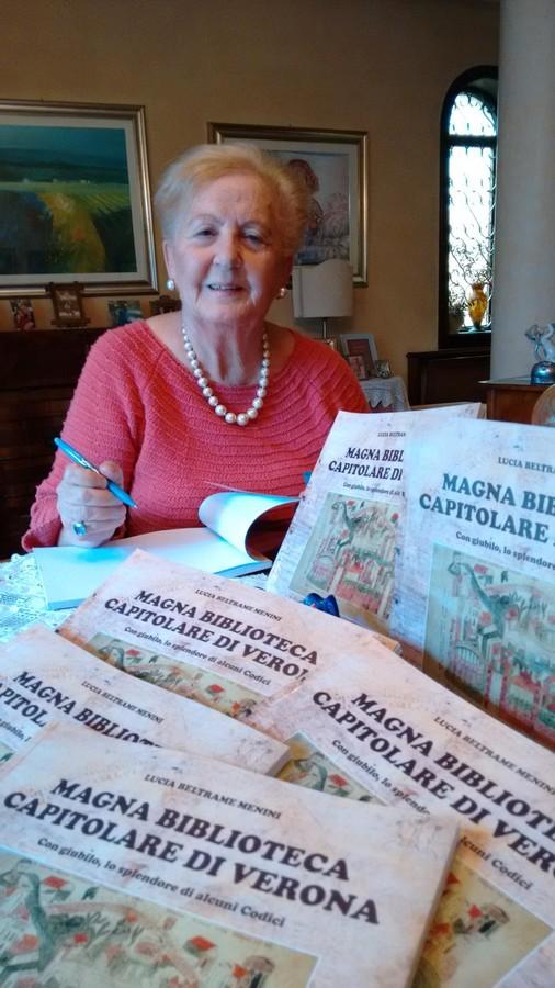 """""""Magna Biblioteca Capitolare di Verona - Con giubilo, lo splendore di alcuni codici"""" è il titolo del nuovo lavoro di Lucia Beltrame Menini, Verona."""