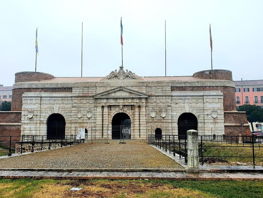 """La sanmicheliana """"Porta Nuova"""", Verona, ha un nuovo volto."""
